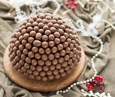 IJsbombe met cake en maltesers Christmas Deserts, Xmas Food, Frozen Cake, Happy Foods, Sorbet, Kids Meals, Good Food, Ice Cream, Sweets