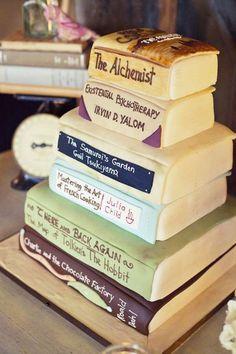 Torte nuziali particolari - Torta nuziale particolare formata da libri