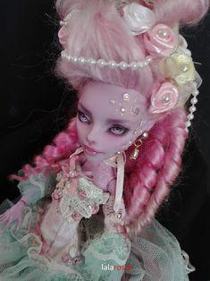 Monster High repaint OOAK custom by Lalarossa. Monster High Clothes, Monster High Dolls, Ooak Dolls, Art Dolls, Ever After Dolls, Living Dead Dolls, Monster High Custom, Monster High Repaint, Dream Doll