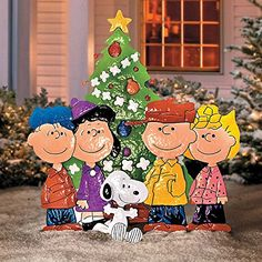 Our Christmas yard art is a must for lovers. The Peanuts© Gang Around the Tree Yard Art depicts Charlie Brown, Snoopy, Lucy, Linus and Sall. Charlie Brown Christmas Decorations, Outside Christmas Decorations, Christmas Yard Art, Christmas Wood, Christmas Holidays, Christmas Crafts, Yard Decorations, Holiday Decorations, Christmas Ideas