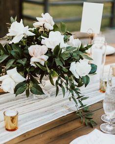 Gold Wedding Centerpieces, Bridal Shower Centerpieces, Centerpiece Decorations, Flower Centerpieces, Wedding Decorations, Wedding Ideas, Wedding Table, Wedding Ceremony, Wedding Planning