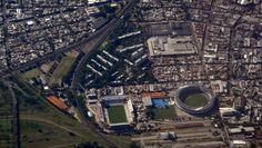 Estádios em Avellaneda: Libertadores de América e El Cilindro. Rivais, Independiente e Racing, separados por alguns metros.