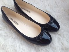 My new black buffalo LONDON flats. Can a woman ever have enoug shoes? Definitly no!