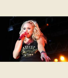 miranda lambert in her FASTEST GIRL IN TOWN tee { junk gypsy co - http://gypsyville.com/catalog/product/view/id/1255/ }