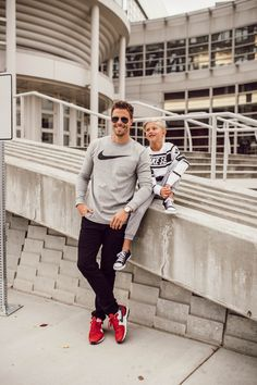Dad and son Nike style, see my boys dressing like this 💙 Dad Son, Father And Son, Father Son Photos, Family Photo Outfits, Family Photos, Family Posing, Family Portraits, Nike Fashion, Mens Fashion