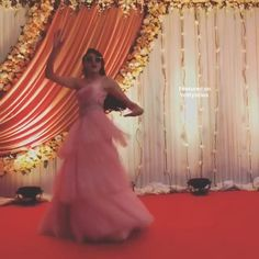 Bridesmaid solo dance - sip sip by jasmine sandlas - by Astha wedding choreography Indian bridesmaid dancing to sip sip by jasmine sandlas choreographed by Astha wedding choreography Indian Wedding Songs, Indian Wedding Outfits, Wedding Gowns, Bridal Dresses, Wedding Dance Video, Wedding Videos, Indian Bridesmaids, Brides And Bridesmaids, Bride Entry