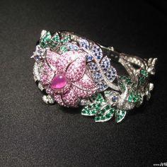 Van Cleef & Arpels High Jewellery Timepiece Makis decor
