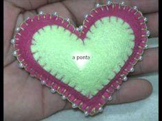 Mila Art's - chaveiro coração em feltro - ponto caseado com miçangas