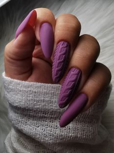 matte nails Check out these 70 easy and elegant matte nail designs and get some inspiration! Apply matte nail with your favorite nail polish and to show your matte nails to your friends! Hair And Nails, My Nails, Fall Nails, Shiny Nails, Matte Purple Nails, Matte Gel Nails, Glittery Nails, Fall Nail Art Designs, Sweater Nails