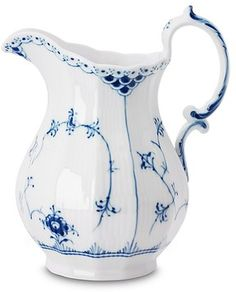"Royal Copenhagen Blue Fluted Half Lace Milk Jug/Pitcher Hard paste porcelain had been all the rage among the rich and powerful of Europe since its introduction from Japan and China in the It was known as ""white gold Royal Copenhagen, Blue And White China, Blue China, White Gold, Antique China, China Patterns, Delft, Carafe, Glass Art"