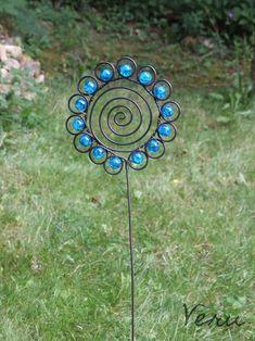 Drátovaný zápich modrá květina