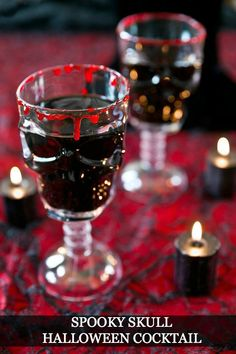 This spooky skull cocktail featuring black spiced rum, almond liqueur, and apple juice is sure to stand out at any Halloween party. Easy Halloween Cocktails, Halloween Food For Party, Holidays Halloween, Halloween Treats, Halloween Season, Pina Colada, Recetas Halloween, Witches Brew, Skulls