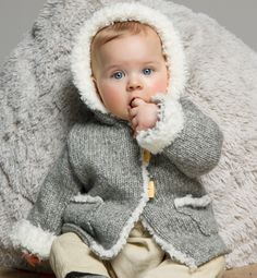 Modèle manteau capuche layette Knitting For Kids, Baby Knitting Patterns, Baby Winter, Winter Hats, Cardigan Bebe, Knit Crochet, Crochet Hats, Baby Pullover, Toddler Girl Outfits