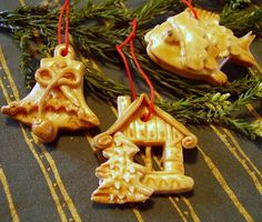 vizovické ozdoby Salt Dough, Czech Republic, Bakery, Projects To Try, Cocktails, Clay, Cookies, Christmas Ornaments, Holiday Decor