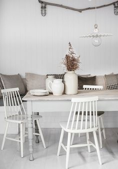 White and neutral dining table and chairs with throw pillows on banquette seating Table And Chairs, Dining Table, Dining Area, Dining Corner, Dining Chairs, Wicker Chairs, Antique Chairs, Metal Chairs, Sweet Home