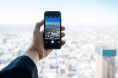 Las ciudades inteligentes -o smart cities, como se conocen en inglés- son áreas urbanas que hacen uso de... #enciclopedia #preguntasyrespuestas #preguntas #enciclopediadigital #enciclopediaonline Blackberry, Cities, Phone, Smart City, Transportation, Urban, Telephone, Blackberries, Mobile Phones