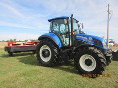 New Holland & haybine New Holland Agriculture, Tractor Pictures, New Holland Tractor, Ford Tractors, Ford News, T5, Farm Life, Farming, Tractor