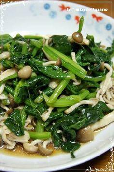 Spinach, garlic, and shimeji mushrooms.