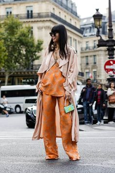 Transeasonal layering | colours are perfect and the flowy silhouette is on point