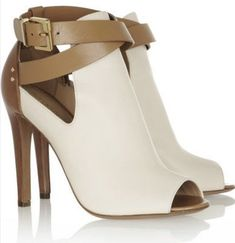 Affordable Booties from 31 of the Magical Booties collection is the most trending shoes fashion this season. This Booties look related to shoes, peep toe, pumps and sergio rossi was carefully… Gucci Leather Ankle Boots, Heeled Boots, Bootie Boots, Shoe Boots, Tan Leather, Ankle Booties, Sergio Rossi, Pretty Shoes, Beautiful Shoes