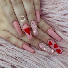 Happy Valentines Day nails designs are the perfect chance to both get creative and look unique. Check out this inspiring compilation of the love holiday nail art ideas. Valentine's Day Nail Designs, Cute Acrylic Nail Designs, Heart Nail Designs, Nail Art Coeur, Valentine Nail Art, Valentine Gifts, Nagellack Design, Red Acrylic Nails, Fire Nails