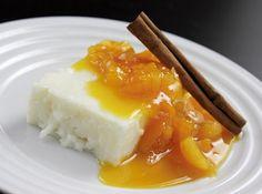 Manjar de tapioca com calda de damasco - Veja mais em: http://www.cybercook.com.br/receita-de-manjar-de-tapioca-com-calda-de-damasco.html?codigo=107780
