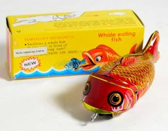 """NOS Vintage Mechanical Pull Back Tin Toy Whale Eating Fish 6""""  China"""