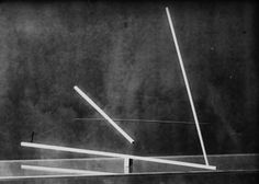 Johannes Zabel / Lucia Moholy (Photo), Photograph of a Study in Balance from the preliminary course under Moholy-Nagy, 1923/24 Bauhaus Archi...