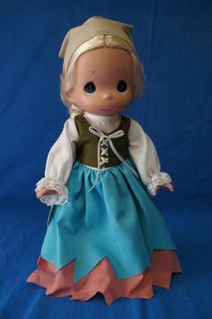 """Cinderella Peasant Dress 12"""" Doll Disney Precious Moments"""