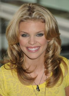 AnnaLynne McCords long layered hairstyle