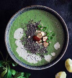 Soupe aux brocolis et aux amandes