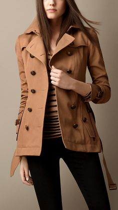 Short Lizard Detail Trench Coat - This is such a nice coat. Warm Outfits, Winter Fashion Outfits, Autumn Winter Fashion, Cool Outfits, Cool Coats, Burberry Trench Coat, Sweater Jacket, Coats For Women, Just In Case