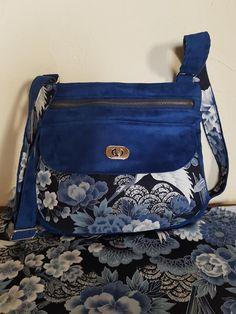 Sac Polka en suédine bleu et tissu japonais cousu par Ouarda - Patron Sacôtin