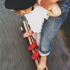 having fun with my baby is a must // teach them how to be fearless and brave A Well Traveled Woman, Skate Style, Skate Girl, Modern Garden Design, Family Portraits, Lifestyle, Girls, Longboarding, Skateboarding