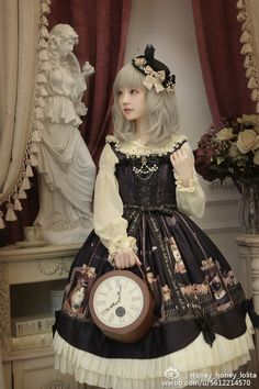 Cute Gothic Lolita Dress / Hat / Fashion Photography / Gothique Girl / Cosplay // ♥ More at: https://www.pinterest.com/lDarkWonderland/