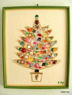 Framed Christmas Tree Made With Vintage Costume Jewelry jewelry vintage christmas homemade christmas tree christmas crafts christmas decorations Jewelry Christmas Tree, Jewelry Tree, Noel Christmas, Christmas Projects, All Things Christmas, Holiday Crafts, Holiday Fun, Vintage Christmas, Christmas Ornaments