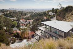 Picturesque Hillside House Building in Terraced Hollywood by Francois Perrin: Epic Hollywood House Residence Design Decorated With Modern Ho. Residential Architecture, Interior Architecture, Interior Design, Roof Design, House Design, Hollywood Hills Homes, Hillside House, House On A Hill, Modern Exterior