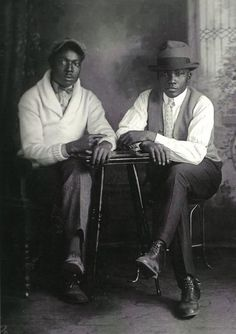 GQ 1931 Image from the book, A True Likeness: The Black South of Richard Samuel Roberts, Richard Samuel Roberts, photographer. African American Vernacular Photography via Black History Album. Kings & Queens, The Jackson Five, Vintage Black Glamour, Vintage Men, Black Mens Vintage Fashion, Vintage Prom, Fashion Black, Vintage Style, Photos Originales