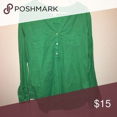 Green Linen 🌺 Top Women's Old Navy Top. Goes cute with 👢👖or even Capris! Super comfortable & in excellent condition. New without tags!! (Necklace not included but can be found in my closet) Old Navy Tops Tees - Long Sleeve