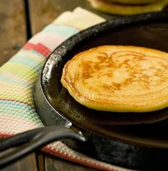 The best hoecake recipe; way better than origial pancakes! Crepes, Hoecake Recipe, Food Network Recipes, Cooking Recipes, Osvaldo Gross, Hoe Cakes, Great Recipes, Favorite Recipes, Good Food