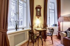 The classical living interior of a petersburgian apartment from the beginning of the XX century is waiting for you! / Классический петербуржский интерьер начала XX века ждёт вас!