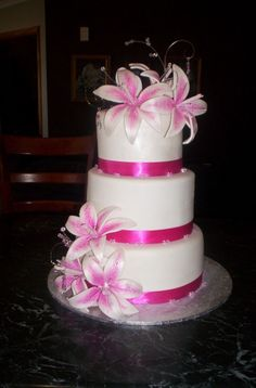 Lilies and fuchsia wedding cake.....if it was green and blue or purple......omg I loooove lilies