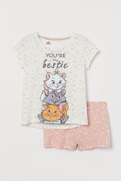 Disney Outfits, Girl Outfits, Disney Clothes, Girl Sleeping, Aristocats, Bathroom Kids, Cotton Pyjamas, Kids Prints, Kids Fashion