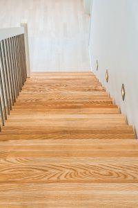 - Rett trapp, oppsalet, ask trinn, stålspiler - Hansen & Justnæs AS Hardwood Floors, Flooring, Stairs, Crafts, Home Decor, Wood Floor Tiles, Wood Flooring, Stairway, Manualidades