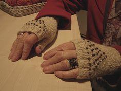 Concurso de Mitones de los Corner Rowan: November 2011