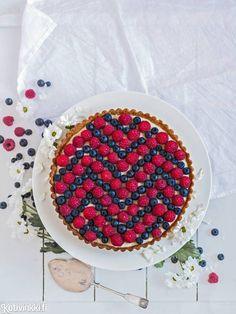 Chevron-piirakka | Kotivinkki Text and pic: Emma Iivanainen #pie #berry #chevron Great Recipes, Birthday Cake, Baking, Chevron, Sweet, Easy, Pie, Foods, Drink
