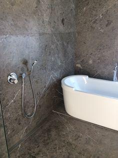 silver marble tile polished Travertine Tile, Marble Tiles, Stone Tiles, Mosaic Tiles, Exterior Design, Interior And Exterior, Pool Pavers, Bathroom Ideas, Flooring