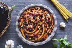 Gli ziti al forno sono un primo piatto invitante, dal gusto intenso e deciso, ricco di ingredienti tipici della cucina meridionale!