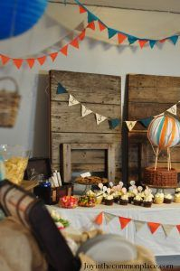 Throw a Vintage Hot Air Balloon Baby Shower! Vintage Hot Air Balloon Baby Shower with rustic wooden Hot Air Balloon Centerpieces, Balloon Decorations, Baby Shower Decorations, Baby Shower Balloons, Baby Shower Parties, Baby Boy Shower, Shower Party, Rustic Birthday, Claudia S