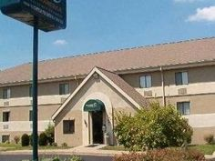 Louisville (KY) Extended Stay America - Louisville - Hurstbourne United States, North America Located in Douglass Hills, Extended Stay America - Louisville - Hurstbourne is a perfect starting point from which to explore Louisville (KY). The property features a wide range of facilities to make your stay a pleasant experience. To be found at the hotel are free Wi-Fi in all rooms, 24-hour front desk, facilities for disabled guests, car park, family room. Guestrooms are fitted wit...